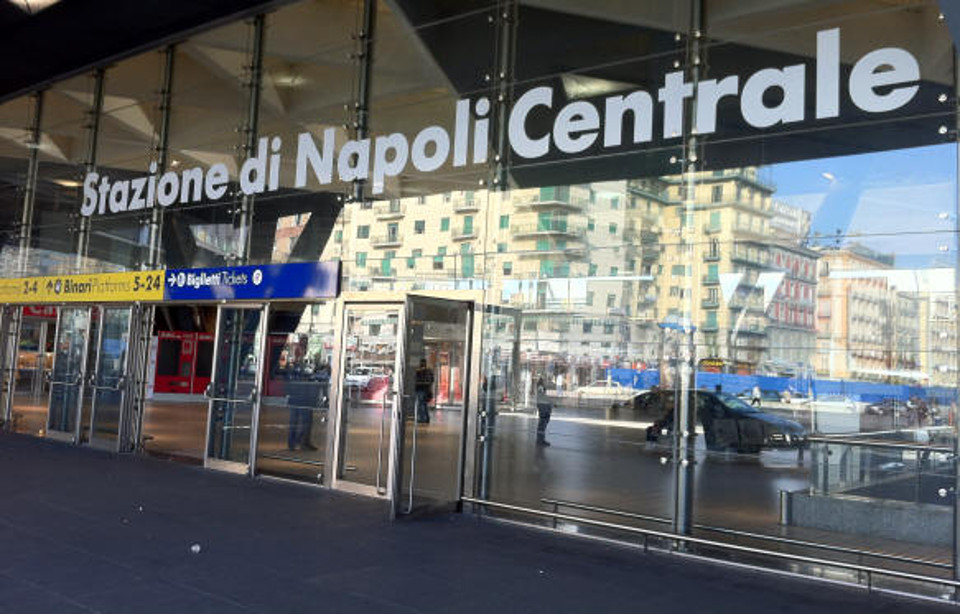 Napoli, morto in stazione dopo malore: infermieri e medici rischiano licenziamento