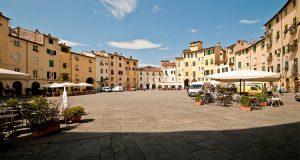 piazza-anfiteatro-lucca-750x400