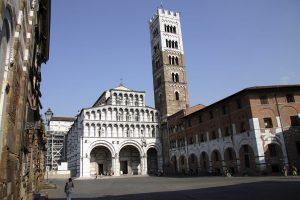 Sommerferien 06. 01. - 18. jul. 06. Italia - Toscana. Lucca. ble romersk koloni i 180 f.Kr. Murene rundt byen ble reist mellom 1504 og 1645. San Martino, Luccas katedral fra 1000-tallet.